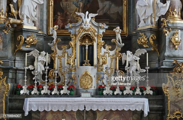 altar close-up of the catholic parish church of st. peter and paul. oberammergau, bavaria, germany, - paul the apostle stock pictures, royalty-free photos & images