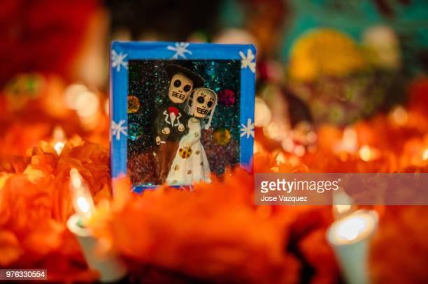 altar de dia de muertos - dia de muertos stock photos and pictures
