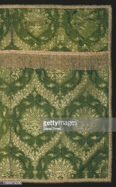 Altar Frontal, 16th century, Italy, Silk and gilt-metal-strip-wrapped silk, 4:1 satin damask weave with supplementary brocading wefts bound by main...