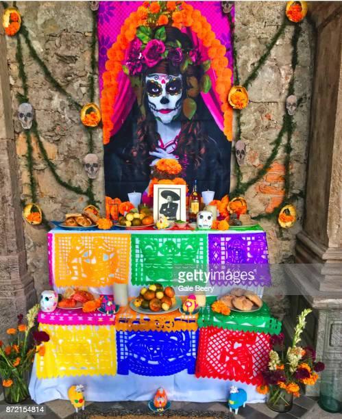 altar with an image of a catrina - catrina fotografías e imágenes de stock