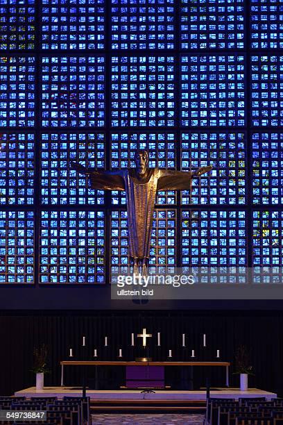 Altarkreuz Altar Neue Kirche KaiserWilhelmGedaechtniskirche Breitscheidplatz Charlottenburg Berlin Deutschland / Gedächtniskirche
