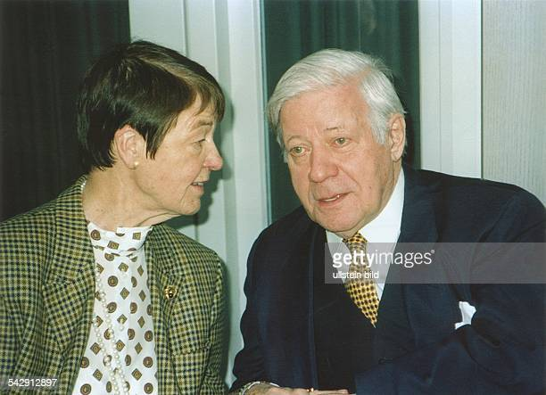 AltBundeskanzler Helmut Schmidt mit Ehefrau Hannelore Aufgenommen um 1999