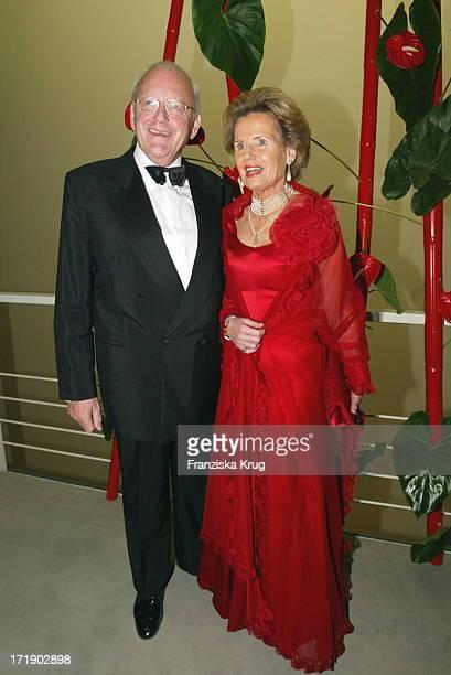 Altbundespräsident Roman Herzog Mit Ehefrau Alexandra Freifrau Von Berlichingen Bei Aidsgala In Berlin