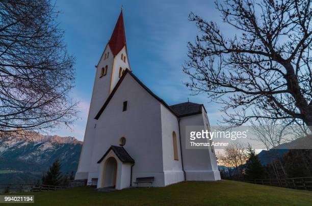 alte kirche am weerberg - kirche imagens e fotografias de stock