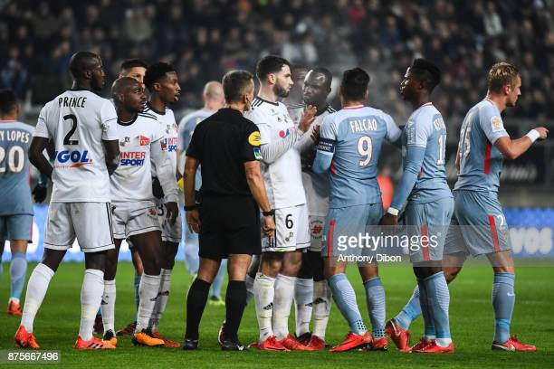 Alteracation between Team of Amiens and team of Monaco during the Ligue 1 match between Amiens SC and AS Monaco at Stade de la Licorne on November 17...