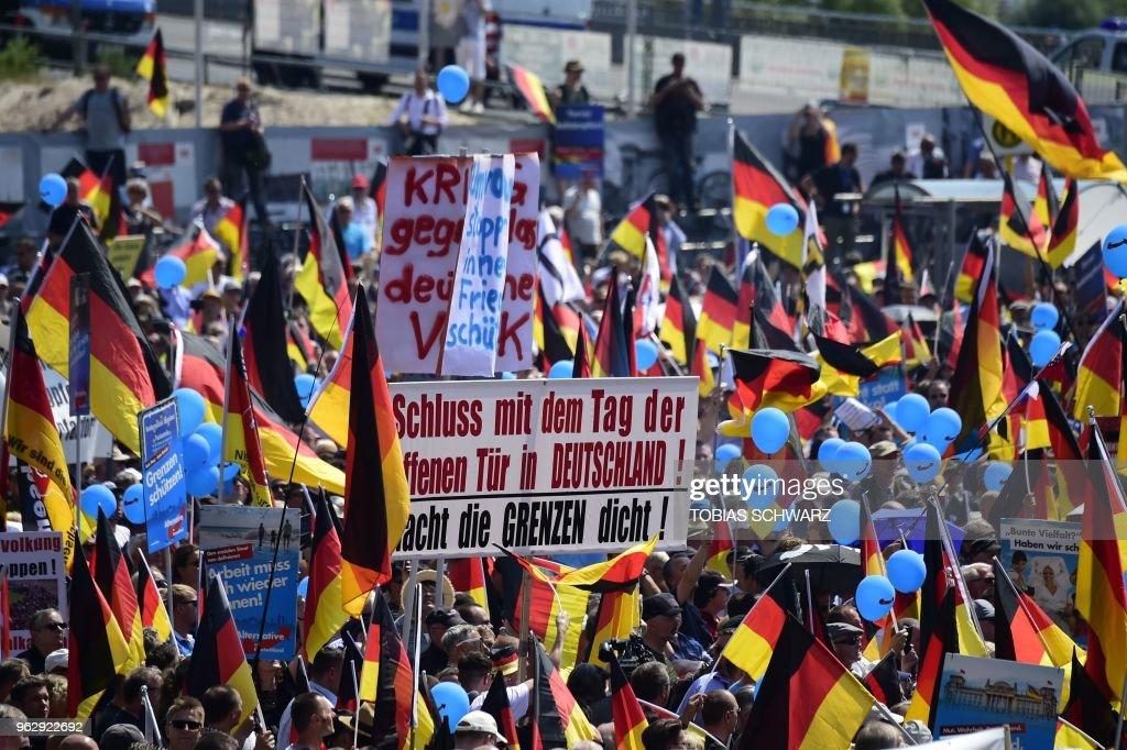GERMANY-POLITICS-FAR-RIGHT-DEMO-RACISM : News Photo