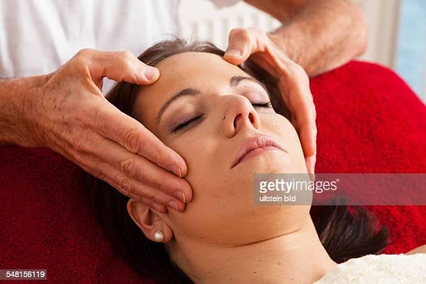 alternative medicine head massage