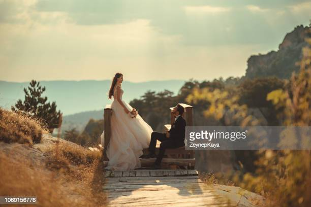alternativa boda - novios - ceremonia matrimonial fotografías e imágenes de stock