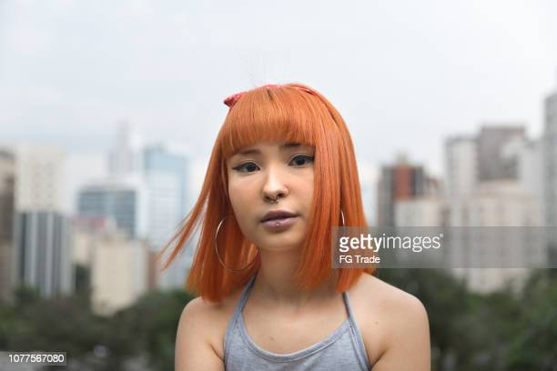 alternative young girl in the city portrait - emo imagens e fotografias de stock