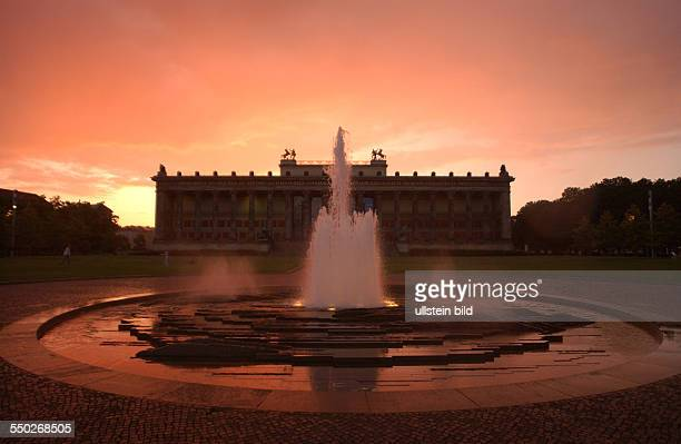 Altes Museum vor dem abendroten Berliner Himmel