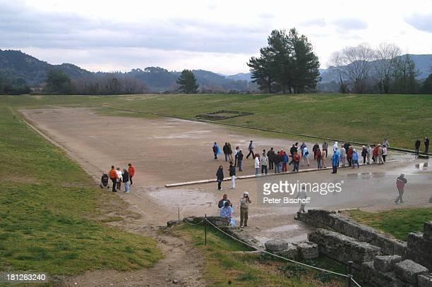 Altes Stadion Ausgrabungsstätte in Olympia Griechenland Europa Mittelmeer ProdNr 188/2006 Antike antik Archäologie archäologische Stätte früherer...