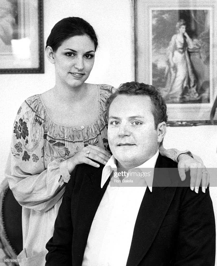 Althea Flynt and Larry Flynt during Exclusive Photo Session in the...  Nachrichtenfoto - Getty Images