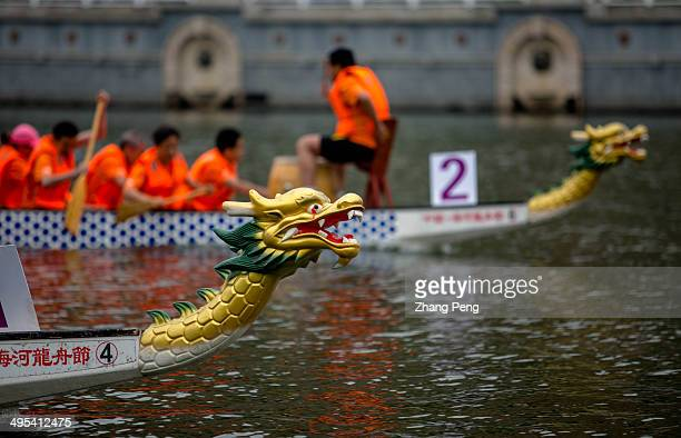 Although they are amateurs, coming from government offices, companies and colleges, the racers try their best to get a better score. Dragon boat...
