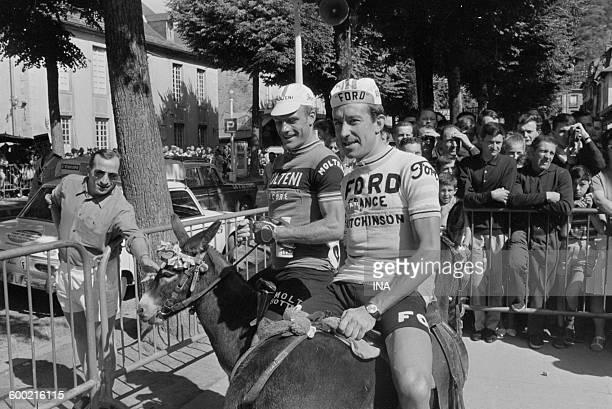 Altig and Jimenez on donkeys to Révèl