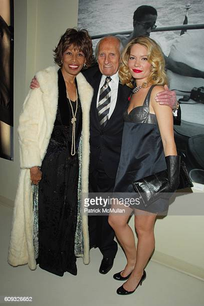 Altovise Davis Burt Boyar and Brooke Geahan attend Ports 1961 Vanity Fair and the Accompanied Literary Society host Photo by Sammy Davis Jr at Ports...