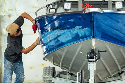 Aluminum boat painting procedure at service center 1085979204