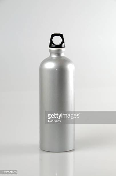 água em garrafa de alumínio - alumínio - fotografias e filmes do acervo