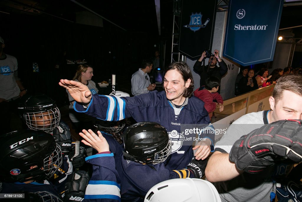 """Sheraton Hotels & Resorts Host """"Go Beyond"""" Challenge With NHL Alumni For Local Youth Hockey Players At The Sheraton Grand In Chicago, IL : News Photo"""