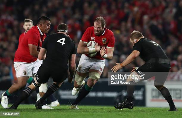 Alun Wyn Jones of the Lions charges towards Brodie Retallick and Owen Franks of the All Blacks during the third test match between the New Zealand...