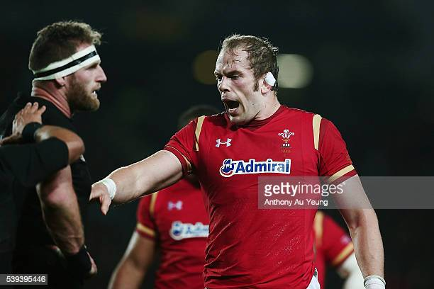 Alun Wyn Jones of Wales makes a case against Kieran Read of New Zealand during the International Test match between the New Zealand All Blacks and...