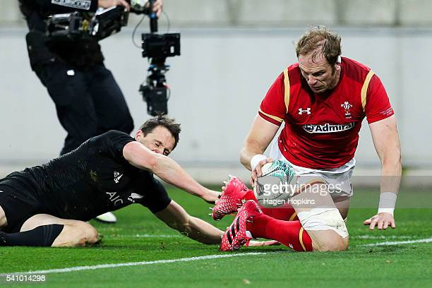 Alun Wyn Jones of Wales scores a try during the International Test match between the New Zealand All Blacks and Wales at Westpac Stadium on June 18,...