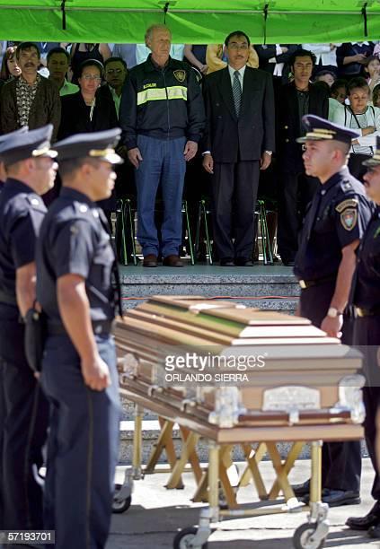 Alvaro Arzu , alcalde de Ciudad de Guatemala, participa en las honras funebres de un agente de la Policia Municipal de Transito asesinado en esta...
