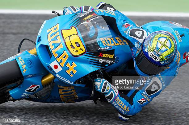 Alvaro Bautista of Spain and Rizla Suzuki MotoGP rounds the bend during the free practice of MotoGP of Portugal in Estoril Circuit on April 30 2011...