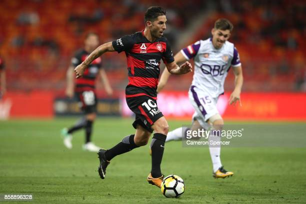 Alvaro Cejudo of the Wanderers makes a break during the round one ALeague match between the Western Sydney Wanderers and the Perth Glory at Spotless...