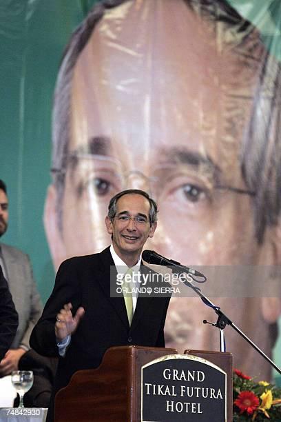 Alvaro Colom candidato presidencial de la Unidad Nacional de la Esperanza presenta su Plan de Gobierno en Ciudad de Guatemala el 20 de junio de 2007...