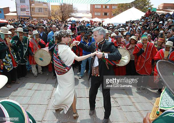 Alvaro Garcia Linera vice president of Bolivia and Claudia Fernandez perform the huayño dance during their wedding ceremony at the Akapana ruins in...