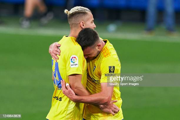 Alvaro Gimenez of Cadiz CF celebrates after scoring his team's first goal with his teammates during La Liga SmartBank match between Cadiz CF and Rayo...