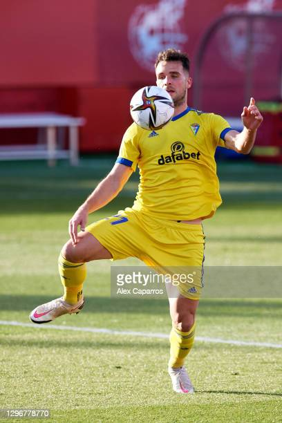 Alvaro Gimenez of Cadiz CF controls the ball during the Copa del Rey round of 32 match between Girona FC and Cadiz CF at Montilivi Stadium on January...