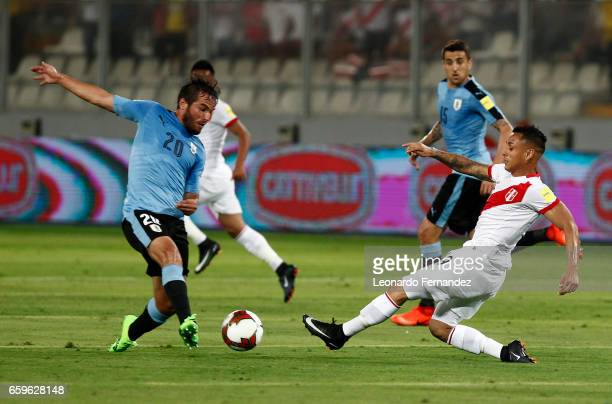 Alvaro Gonzalez of Uruguay fights for the ball with Yoshimar Yotun of Peru during a match between Peru and Uruguay as part of FIFA 2018 World Cup at...
