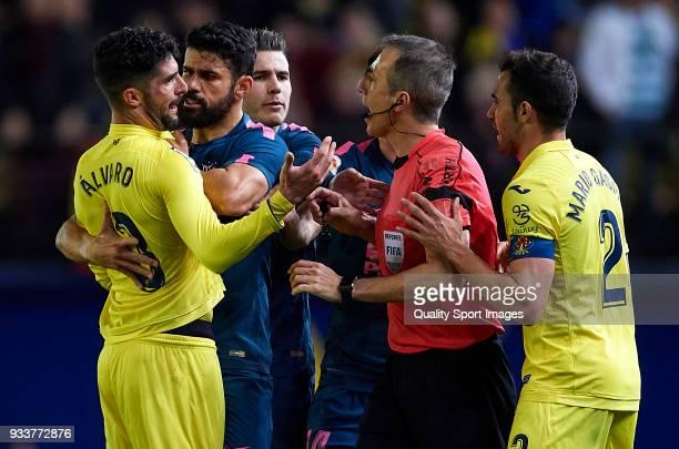 Alvaro Gonzalez of Villarreal and Diego Costa of Atletico de Madrid argue during the La Liga match between Villarreal and Atletico Madrid at Estadio...