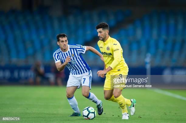 Alvaro Gonzalez of Villarreal CF duels for the ball with Juan Miguel Jimenez 'Juanmi' of Real Sociedad during the La Liga match between Real Sociedad...