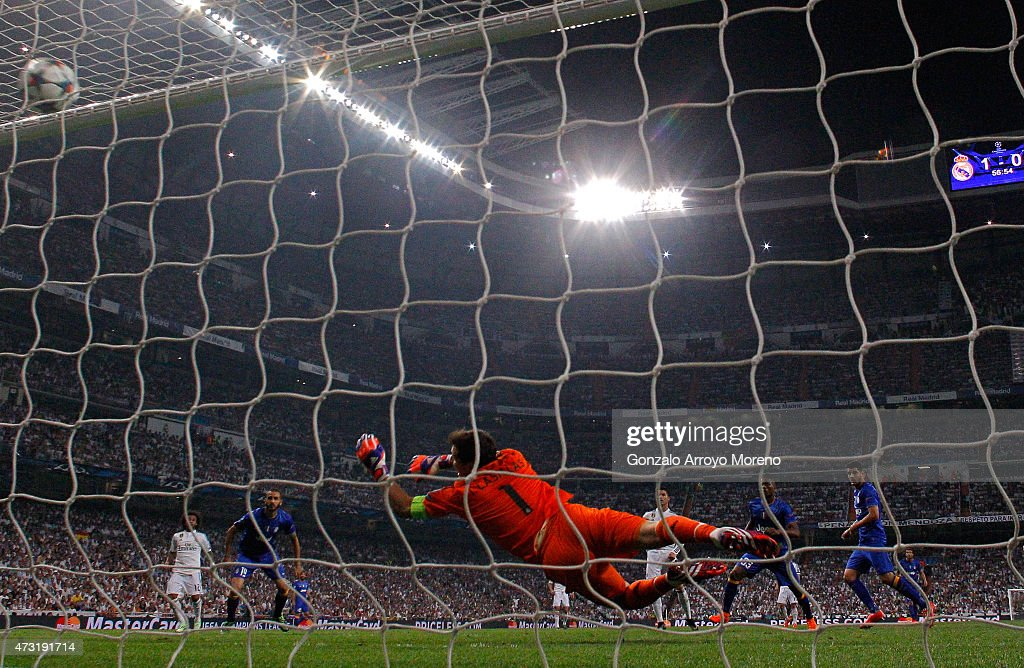 Alvaro Morata (R) of Juventus scores a goal past the outstretched Iker Casillas of Real Madrid to level the scores at 1-1 during the UEFA Champions League Semi Final, second leg match between Real Madrid and Juventus at Estadio Santiago Bernabeu on May 13, 2015 in Madrid, Spain.