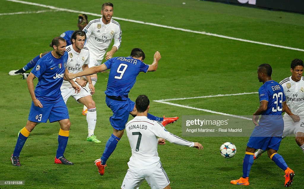 Real Madrid CF v Juventus  - UEFA Champions League Semi Final : News Photo