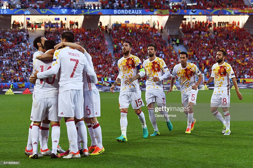 Alvaro Morata (3rd L) of Spain celebrates scoring his team's first goal with his team mates during the UEFA EURO 2016 Group D match between Croatia and Spain at Stade Matmut Atlantique on June 21, 2016 in Bordeaux, France.