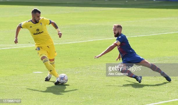 Alvaro Negredo of Cadiz CF scores his team's first goal during the La Liga Santander match between SD Huesca and Cadiz CF at Estadio El Alcoraz on...