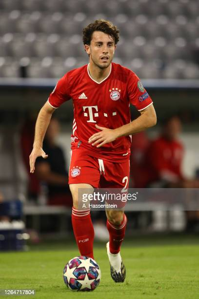 Alvaro Odriozola Arzallus of Bayern Munich controls the ball during the UEFA Champions League round of 16 second leg match between FC Bayern Muenchen...