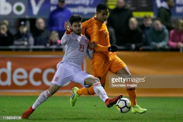 Alvaro Sanz Catalan of Spain U19 Mohamed Ihattaren of Holland U19 during the match between Holland U19 v Spain U19 at the Sportpark de Boshoek on...