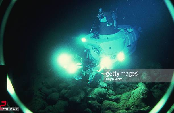 alvin explores the bottom of the sea - submarine stock pictures, royalty-free photos & images