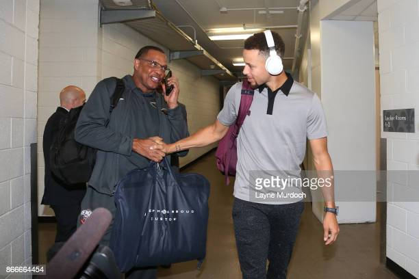 Alvin Gentry of the New Orleans Pelicans shakes hands with Stephen Curry of the Golden State Warriors before the game on October 20 2017 at Smoothie...