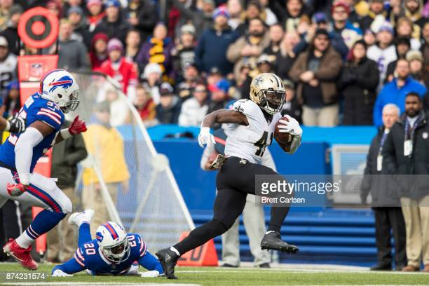 Alvin Kamara of the New Orleans Saints runs past Buffalo Bills defenders during the second quarter at New Era Field on November 12 2017 in Orchard...