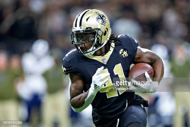 Alvin Kamara of the New Orleans Saints runs the ball during a game against the Los Angeles Rams at MercedesBenz Superdome on November 4 2018 in New...