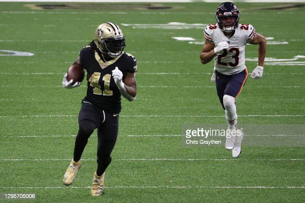 Alvin Kamara of the New Orleans Saints runs with the ball against Kyle Fuller of the Chicago Bears during the fourth quarter in the NFC Wild Card...