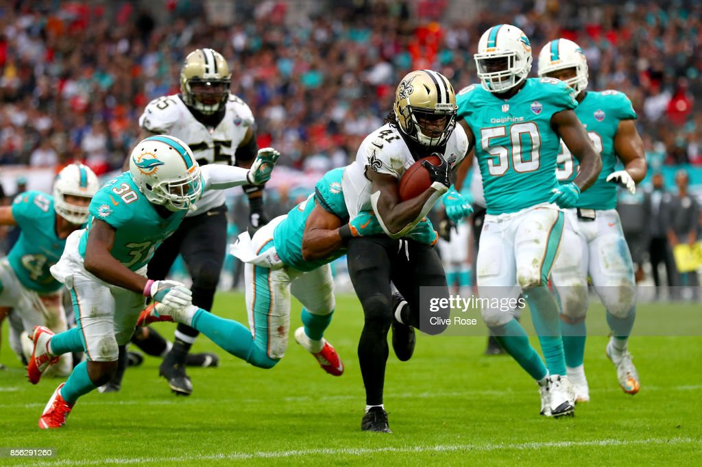 Alvin Kamara of the New Orleans Saints scores a touchdown during the NFL match between New Orleans Saints and Miami Dolphins at Wembley Stadium on October 1, 2017 in London, England.
