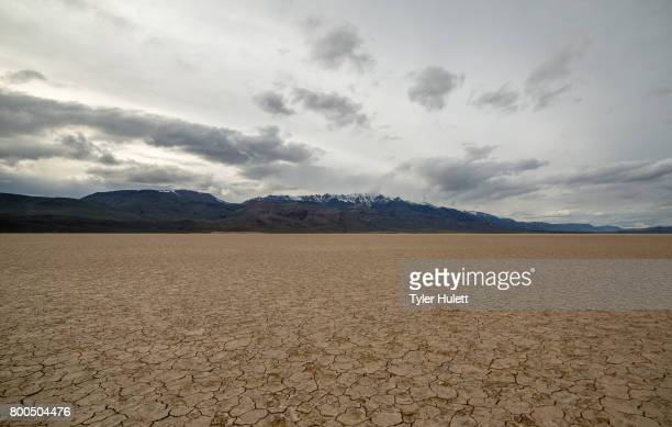 alvord desert playa and steens mountain range - steens mountain stock pictures, royalty-free photos & images