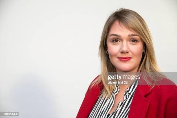 Alwara Höfels aus Erich Kästners Romanklassiker Das doppelte Lottchen' entstand für Das Erste ein heiterdramatischer Familienfilm der ganz in der...