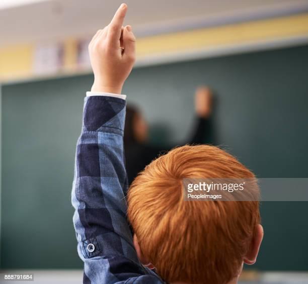 altijd enthousiast om te beantwoorden - handen in de lucht stockfoto's en -beelden